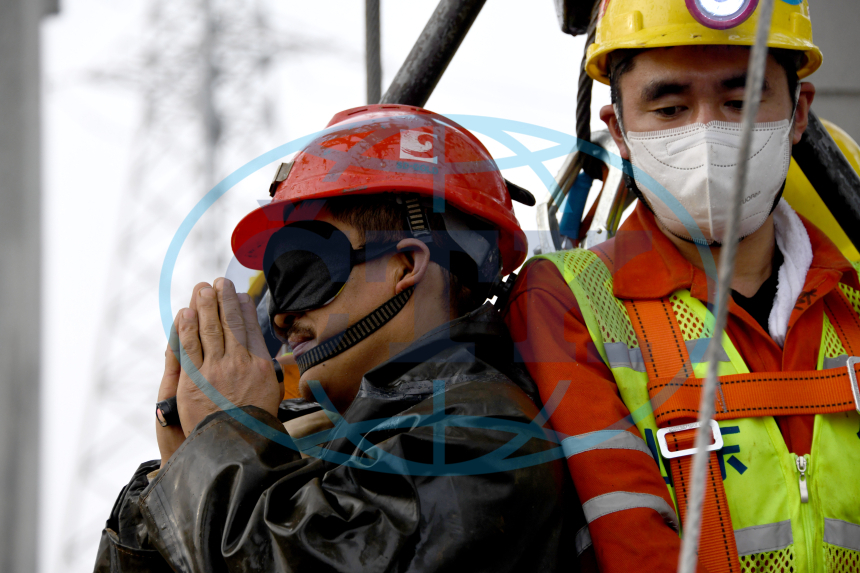 (SPOT NEWS)CHINA-SHANDONG-QIXIA-GOLD MINE-RESCUE (CN)