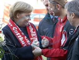 Merkel,  Angela - Politician,  CDU,  Chancellor of Germany - and Tomislav Piplica,  keeper od FC Energie Cottbus - 16.02.2008  For-commercial-use-please-contact-ullstein-bild!