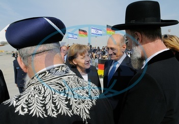 Angela Merkel - Politician,  CDU,  Chancellor of Germany - visiting Israel,  with president Ehud Olmert at the air port in Tel Aviv - 16.03.2008  For-commercial-use-please-contact-ullstein-bild!
