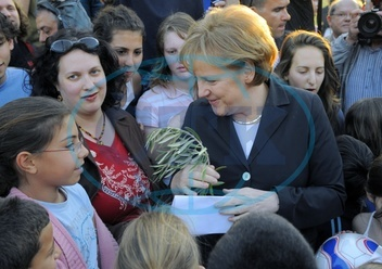 Angela Merkel - Politician,  CDU,  Chancellor of Germany - visiting Israel - with children at the kibbutz Sde Boker,  receiving olive branches - 16.03.2008  For-commercial-use-please-contact-ullstein-bi