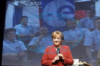 Merkel,  Angela - Politician,  CDU,  Chancellor of Germany - speaking with astronauts of the ISS - 14.02.2008  For-commercial-use-please-contact-ullstein-bild!