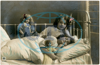 SISTERS SLEEP WITH DOLLS