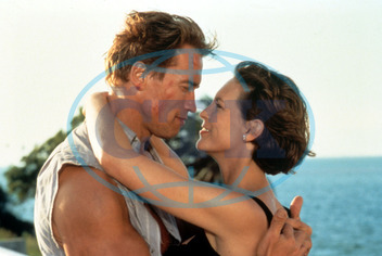 TRUE LIES ARNOLD SCHWARZENEGGER,  JAMIE LEE CURTIS PICTURE FROM THE RONALD GRANT ARCHIVE TRUE LIES ARNOLD SCHWARZENEGGER,  JAMIE LEE CURTIS