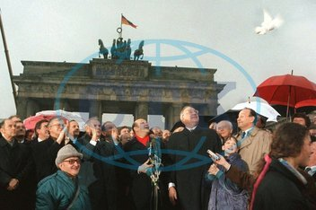 Opening of Berlin Wall at Brandenburg Gate