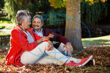 60s, Senior, Elderly, Man, Male, Mixed-Race, Woman, Female, Outdoors, Couple, Relationship, Together, Park, Countryside, Parkland, Leisure, Spare Time, Free Time, Lifestyles, Leisure Activity, Casual Clothing, Love, Bondin