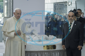 Pope Francis visits FAO for World Food Day