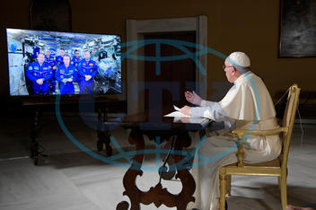 PAPEŽ FRANTIŠEK,  Pope Francis video call to the International Space Station - The Vatican