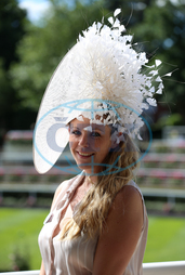 Olivia Horrocks-Burns,  klobouk,  Royal Ascot - Day Four - Ascot Racecourse