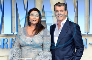 Keely Shaye Smith,  Pierce Brosnan