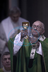 Papež František,  eucharistie,  pohár,  proměňování,  Italy,  Rome: Pope Francis celebrates a mass at the Parish of San Crispino in the Labaro neighborhood of Rome,  during a pastoral visit