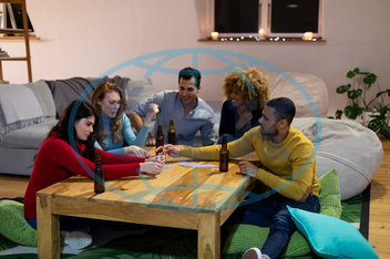 Five People, Young Adult, Man, Male, Undefined, Woman, Female, Caucasian, Middle Eastern, Friends, Friendship, Socialising, Free Time, Spare Time, Home, Apartment, Sitting Room, Domestic Life, Together, Enjoying, Relaxin