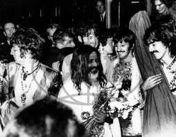 John LENNON,  Paul McCARTNEY,  Ringo STARR,  George HARRISON,  Mahariši Mahéš Jógi,  The Beatles