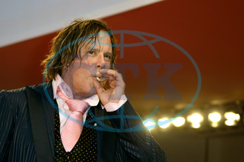 Mickey ROURKE,  herec,  cigareta