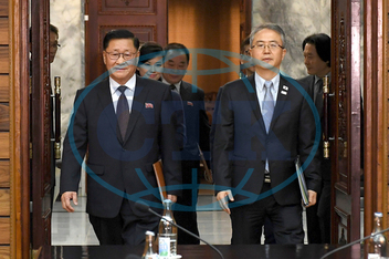 Lee Woo-sung,  Kwon Hook Bong,  Hyon Song Wol