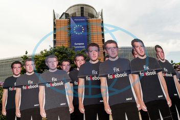 EU-USA-parlament-internet-právo-firmy-Facebook-Zuckerberg
