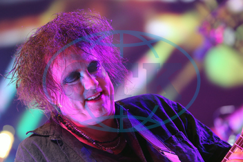 ROBERT SMITH,  zpěvák,  skupina Cure