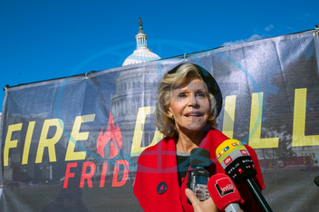 Jane Fonda,  herečka,  protest