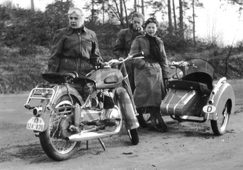 Bikers Trip with four Biker in the 1950 er Years