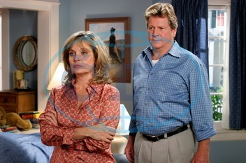 DESPERATE HOUSEWIVES  [US TV SERIES 2004 - ] Series#1/Episode#13/Your Fault  KAREN AUSTIN as Lois McDaniel,   RYAN O'NEAL as Rodney Scavo DESPERATE HOUSEWIVES