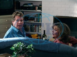 DESPERATE HOUSEWIVES  [US TV SERIES 2004 - ] Series#1/Episode#13/Your Fault  RYAN O'NEAL as Rodney Scavo,  KAREN AUSTIN as Lois McDaniel DESPERATE HOUSEWIVES