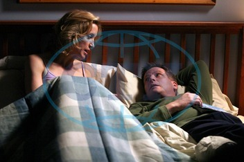 DESPERATE HOUSEWIVES Series#1/Episode#13/Your Fault FELICITY HUFFMAN as Lynette Scavo,  DOUG SAVANT as Tom Scavo DESPERATE HOUSEWIVES
