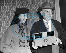 BORIS MORROS,  the Hollywood producer,  after 4 1/2 years in Vienna,  arrives at London Airport with his 'magic box'. This invention is a 3D system which uses only one film. He is accompanied by his secr