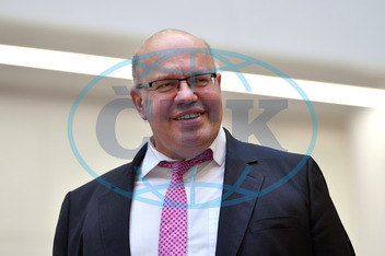 Federal Minister of Economics Peter Altmaier visits the Siemens headquarters.