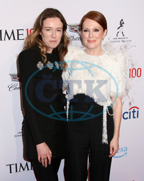 Clare Waight Keller,  Julianne Moore,  herečka