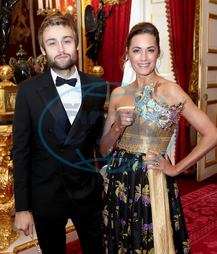 Douglas Booth,  herec,  Yasmin Le Bon,  modelka,  maska,  Elephant Family charity's Animal Ball