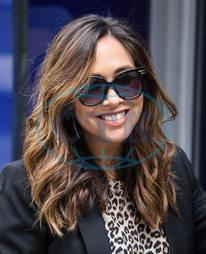 Myleene Klass,  zpěvačka,  úsměv,  sluneční brýle,  Celebrities Seen at Global Radio Studios in London