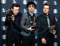 Mike DIRNT - Billie Joe ARMSTRONG - Tre COOL - zpěvák hudebník skupina GREEN DAY - cena Grammy 2006