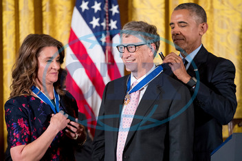 BARACK OBAMA,  MELINDA GATESOVÁ,  BILL GATES